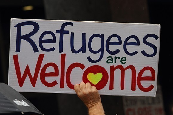 Refugees welcome sign RS