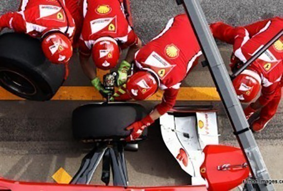 Mechanics fix F1 car