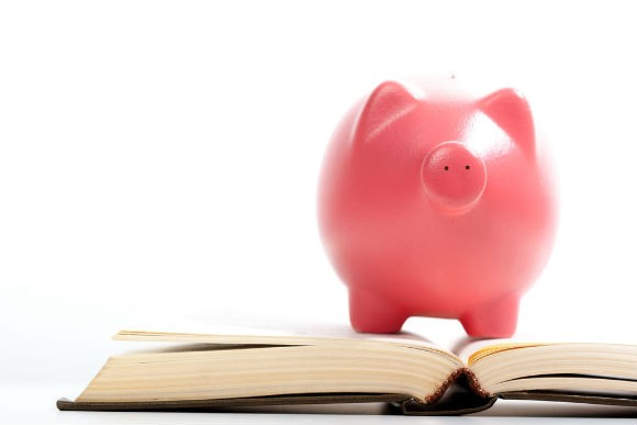 piggy bank on books RS